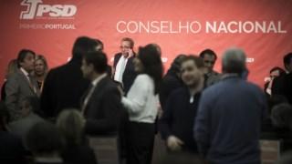 Pedro Pinto, ao fundo, no conselho nacional extraordinário de Janeiro, em que a liderança de Rio foi posta em causa