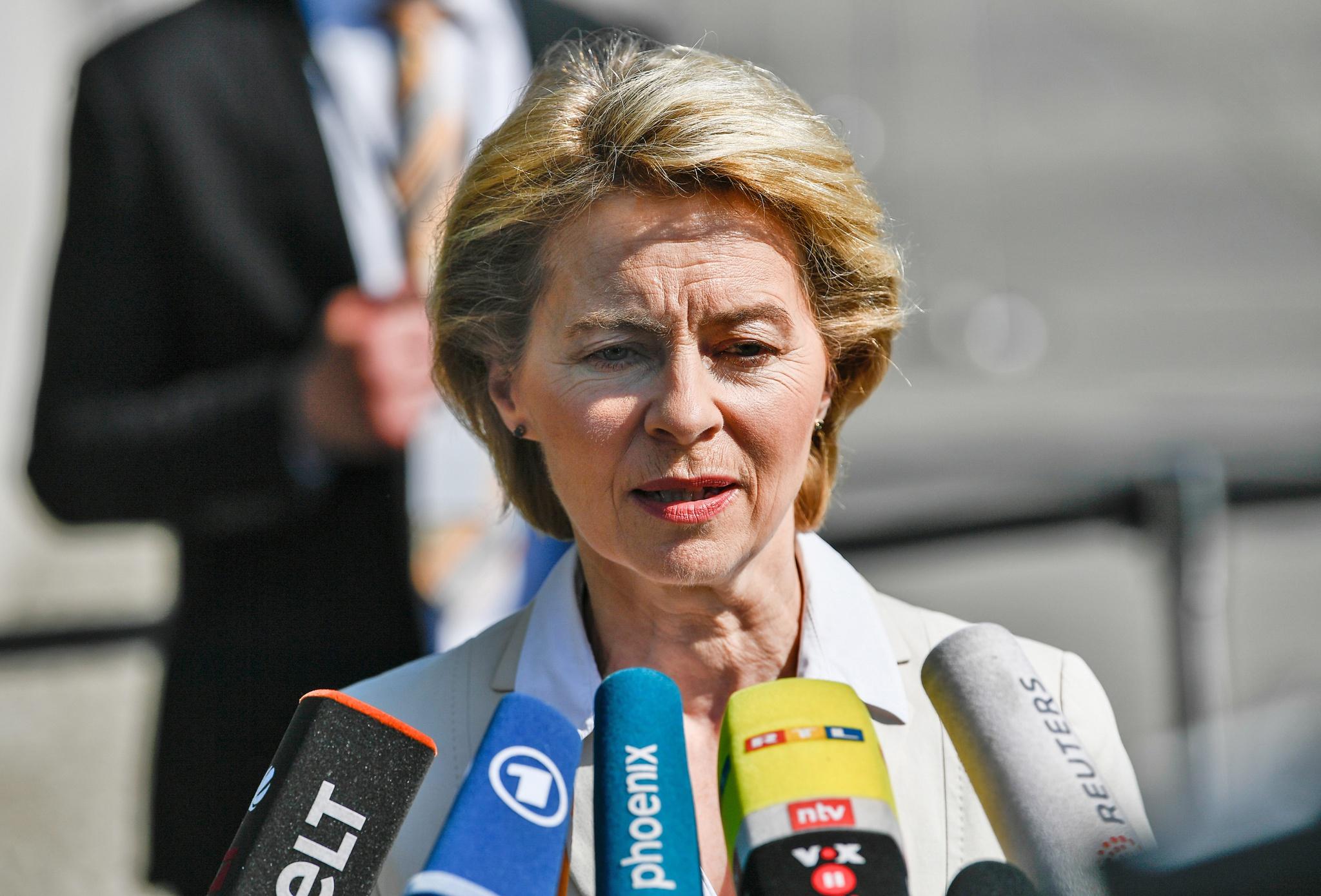 Resultado de imagem para Ursula von der Leyen. Médica, ministra da Defesa e a escolha para liderar a Comissão Europeia