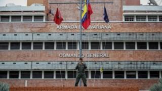 Opositores e chavistas trocam acusações por causa da morte de um militar na prisão, alegadamente torturado