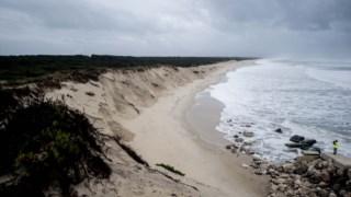 Erosão costeira na praia da Cova Gala