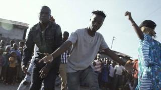 Bamba Pana traz a Lisboa o singeli, expressão musical frenética nascida nos bairros de Dar es Salaam, a maior cidade da Tanzânia