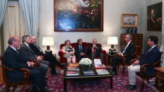 A Comissão foi recebida pelo Presidente da República depois de entregar o relatório