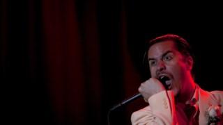 Mike Patton, homem de mil bandas que atingiu sucesso mainstream com os Faith No More, tem nos Mr. Bungle um dos seus projectos mais celebrados