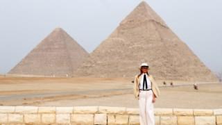 Melania Trump no Egipto: Kate Bennett acha que a visita da primeira-dama a África foi uma declaração política contrária ao discurso do marido
