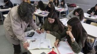 Colocação de professores continua a ser feita ao longo de todo o ano lectivo
