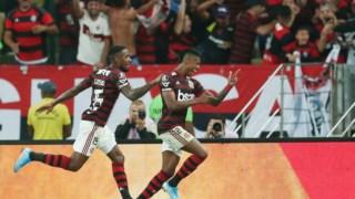 Bruno Henrique celebra no Maracanã
