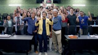 O actor com uma das turmas onde foi professor convidado