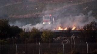 Incêndio do lado libanês da fronteira causado por um bombardeamento israelita