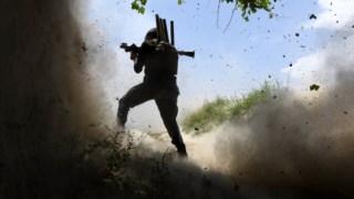 Os EUA admitem reforçar as operações no terreno