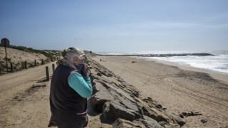 Em Esmoriz há pedaços de costa com areia e outros que já não a têm