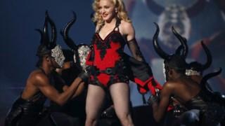 Madonna em palco nos Grammys de 2015