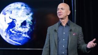 """Jeff Bezos, fundador da Amazon, na apresentação da iniciativa """"O Compromisso Climático"""""""