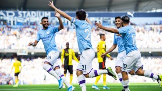 Jogadores do City festejam em Manchester.
