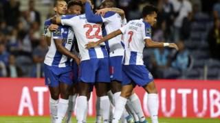 Jogadores do FC Porto a festejar um dos golos da partida contra o Santa Clara
