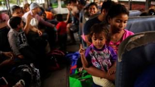 Migrantes na fronteira com os EUA