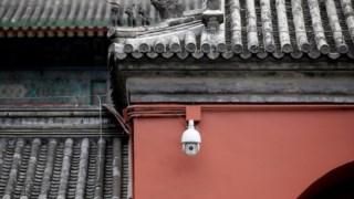 Câmara de video vigilância da Hikvision, instalada em Pequim