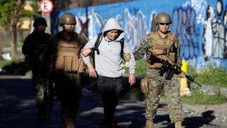 Os militares chilenos foram chamados para conter os protestos em várias cidades do país