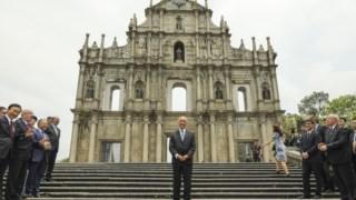 Marcelo Rebelo de Sousa junto ás ruínas da Igreja de São Paulo, em Macau, no passado dia 1 de Maio