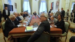 Carlos César (PS), Francisco Pinto Balsemão (PSD), Francisco Louçã (BE), Adriano Moreira (CDS) e Domingos Abrantes (PCP) são as cinco personalidades escolhidas em 2015 pelo Parlamento como seus representantes no Conselho de Estado.