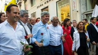 Fernando Medina com António Costa e Mário Centeno na descida do Chiado na antevéspera das eleições legislativas de Outubro