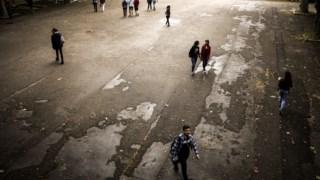 A falta de funcionários e de professores é um dos maiores problemas que têm levado a protestos e até encerramento de escolas