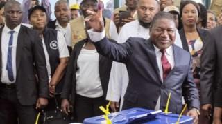 Filipe Nyusi depois de votar no dia 15 de Outubro