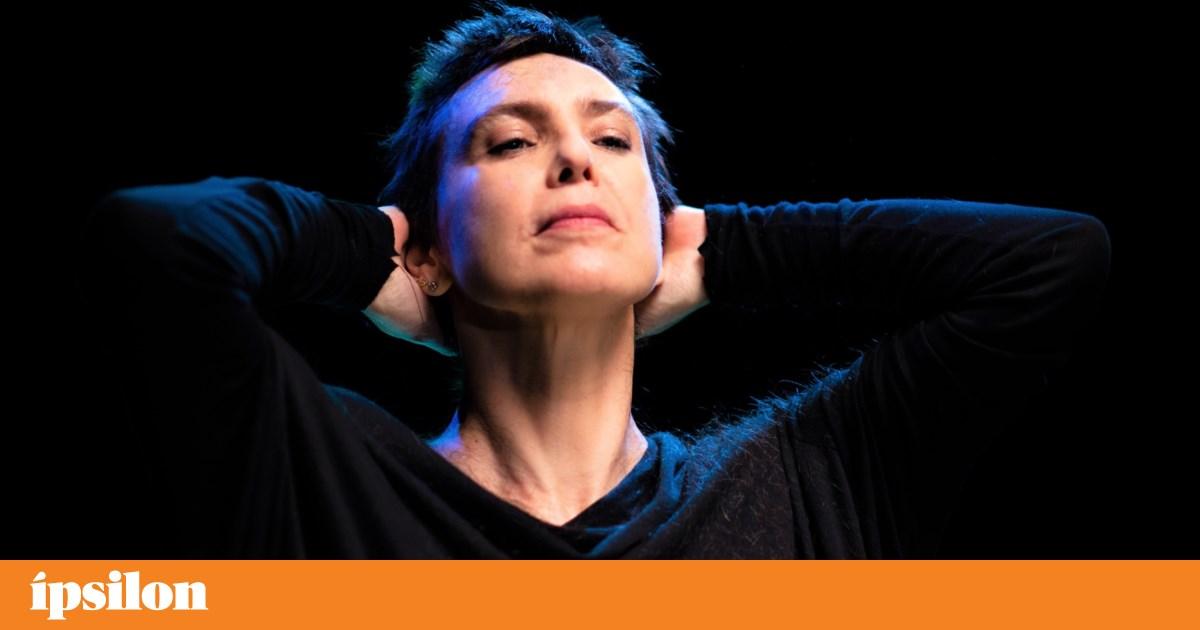 Música. Trilogia marítima de Adriana Calcanhotto ao vivo em Lisboa, Porto e Beja - PÚBLICO