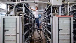 Um centro para mineração de bitcoins, em Itália