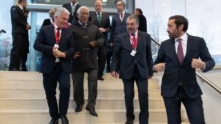 Rui Santos (o primeiro à esquerda na foto) acusa Marques Mendes de estar contra a  democratização das CCDR