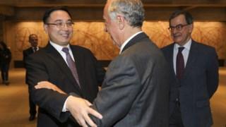 O Presidente português e o embaixador chinês na cerimónia de comemoração da trasnferência de Macau