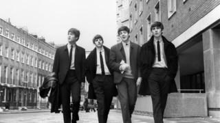 Os Beatles no auge da Beatlemania, quando <i>Abbey Road</i> estava ainda a uma série de revoluções musicais e capilares de distância
