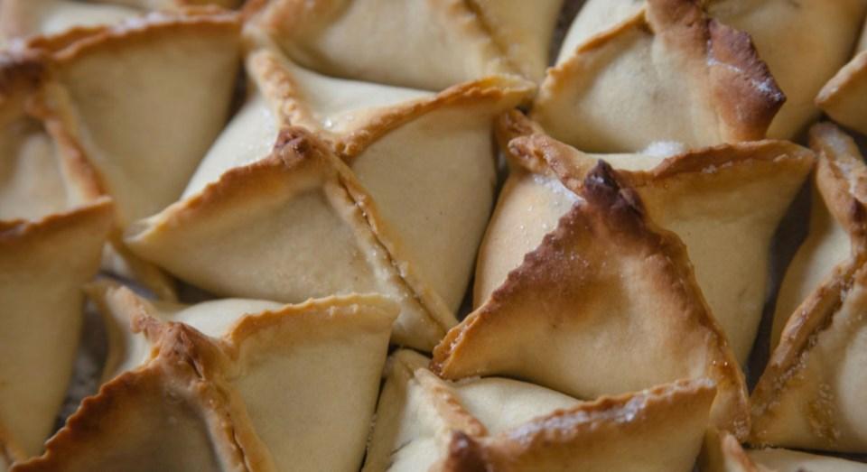 Resultado de imagem para Vila Real cumpre tradição de dar o pito, o doce que atrai novos e velhos