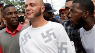 Confrontos nas imediações da Universidade da Florida, onde o neonazi Richard Spencer discursou, em Outubro de 2017