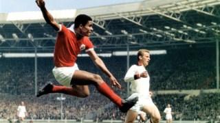 Eusébio em acção com a camisola do Benfica