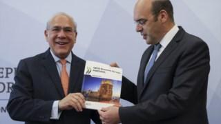 O secretário-geral da OCDE, Angel Gurría, com o ministro da Economia, Pedro Siza Vieira