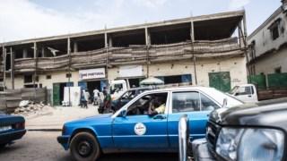 As autoridades decidiram diminuir o número de passageiros nos transportes públicos para tentar controlar a pandemia