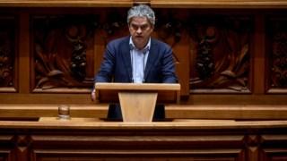 A bancada parlamentar do PEV, liderada por  Jose Luis Ferreira, questionou o Governo sobre limitações ao exercício do jornalismo