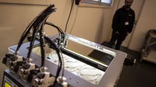 Consórcio produziu dois mil suportes para viseiras na primeira semana