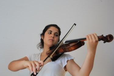 PÚBLICO - Sofia Bartolomeu, 16 anos, toca violino e clarinete
