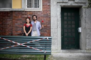 PÚBLICO - Madalena e Guilherme à porta de casa, em Alvalade