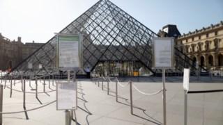 O Louvre encerrou em Março, quando do confinamento imposto pelo governo francês para controlar a pandemia de covid-19