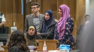 A família de uma das 51 vítimas mortais, Atta Elayyan, confrontou o atacante no tribunal