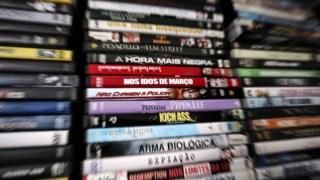 A rede divulgou online centenas de filmes e séries televisivas previamente ao seu lançamento comercial
