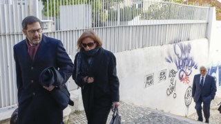 Fátima Galante acompanha do advogado e Rui Rangem ao fundo.