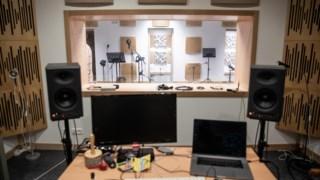 """Pelo estúdio de gravação do Musibéria já passaram, segundo o director César Silveira, """"centenas de grupos corais, de jazz e de música erudita""""."""