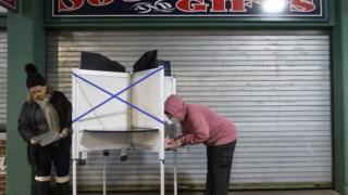 Assembleia de voto antecipado em Fenway Park, a sul de Boston