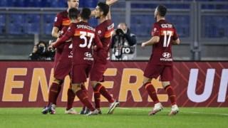 Jogadores da Roma festejam na Liga italiana