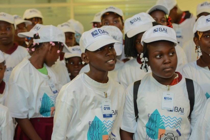 PÚBLICO - Com o apoio do BAI, na aldeia de Osivambi construiu-se um centro escolar, um centro médico, uma igreja e alojamentos para professores e enfermeiros para servir uma comunidade de 6.000 pessoas numa área de difícil acesso.