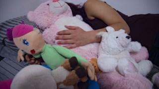 """""""As pessoas intersexo nascem com características sexuais (genitália, anatomias sexuais e reprodutivas, cromossomas, hormonas, outras aparências emergentes da puberdade) que não se enquadram na categorização binária"""""""