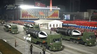 No desfile em Pyongyang foram exibidos novos modelos de armamento